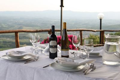 Farmhouses with restaurant in Tuscany